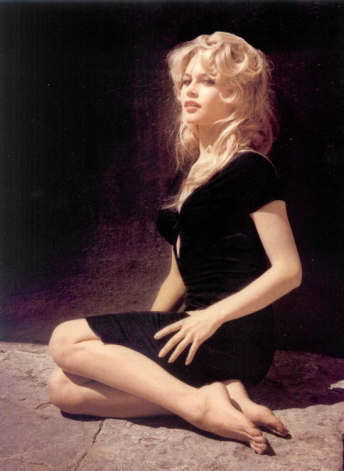 brigitte bardot 1950s photo black dress 1959 classic la femme et le pantin a woman like satan the female