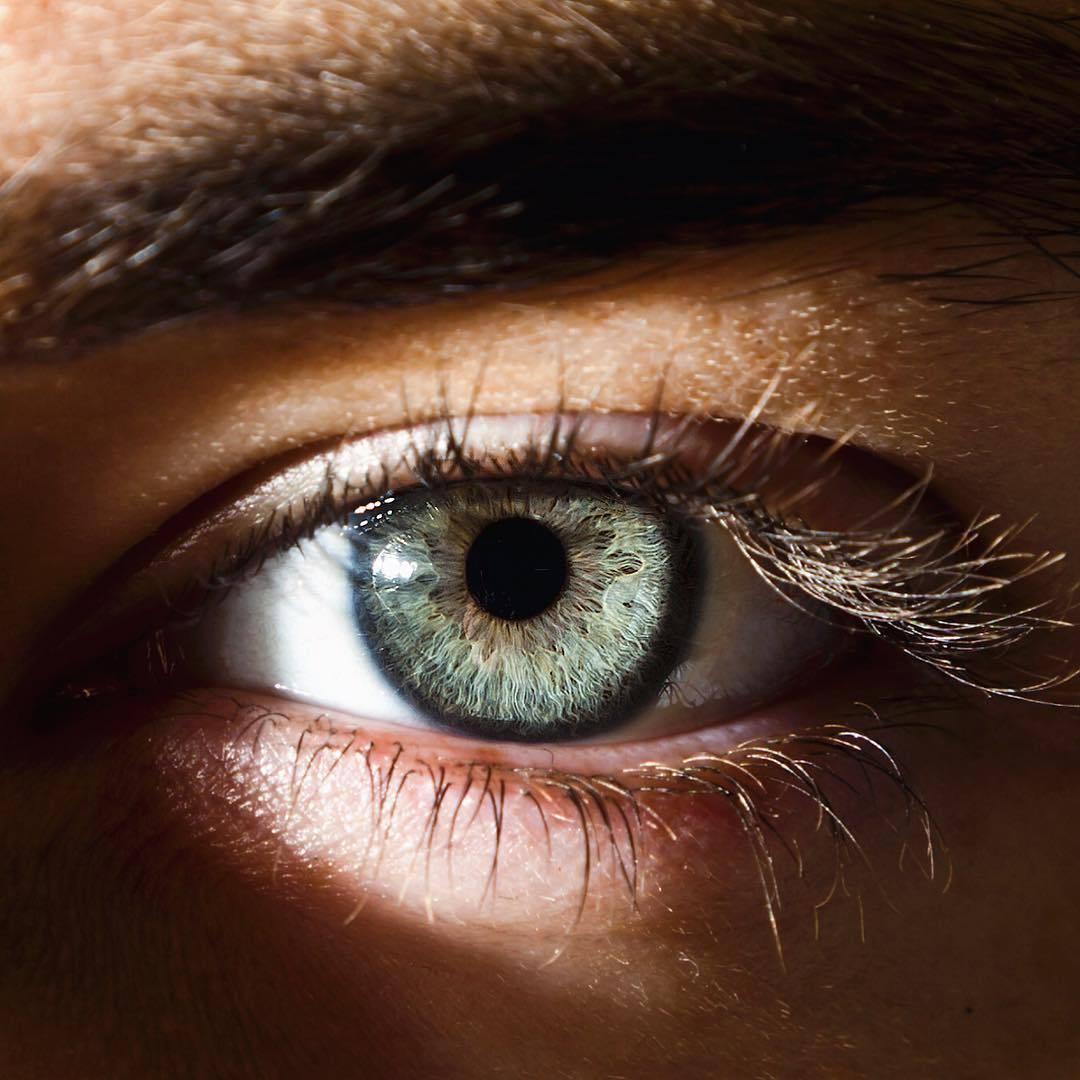 картинка глаза синие и карие глаза небольшой