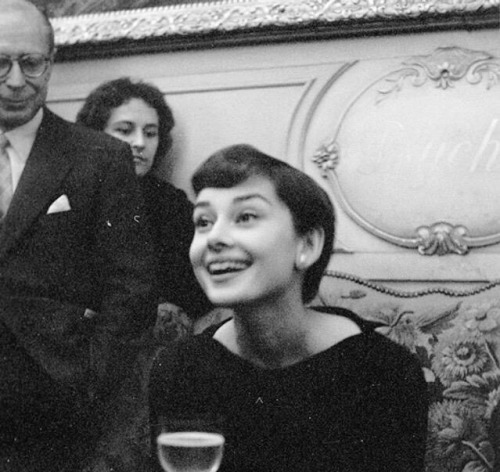 audrey hepburn celebs 50s photography vintage luxury black and white paris 1955 1950s smile my post