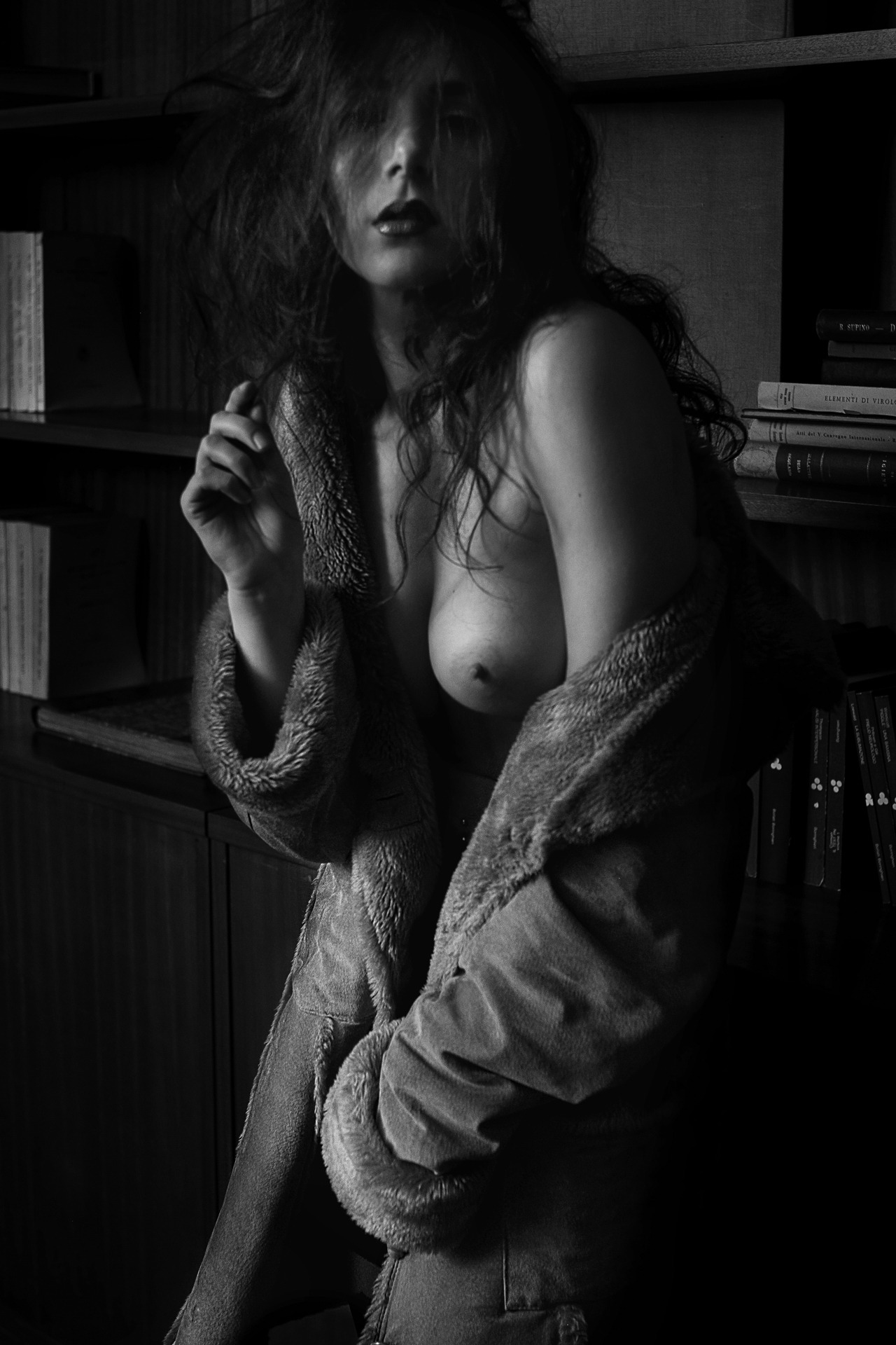 Hérodiade interview[[MORE]]An interview with the gorgeous Padua, Italy based model, Hérodiade and this sensual black and white series captured by the talented photographer Roberto Mannini...