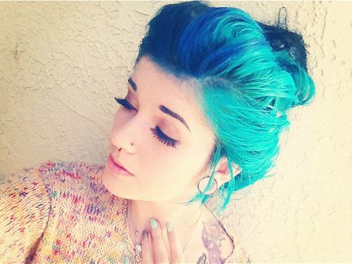 girl blue hair blue hair percings stretched ears stretched lobes plugs cute gorgeous hailedabear ledamonsterbunny indie scene indie scene