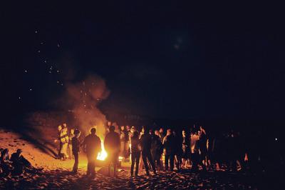 Résultats de recherche d'images pour «tumblr beach bonfire»