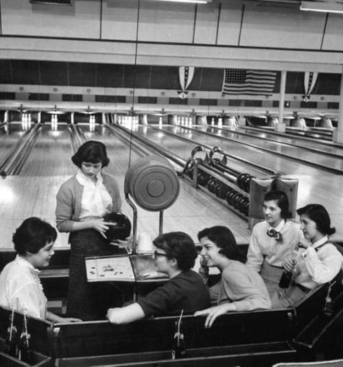 legrandcirque:  Nina Leen, Teenagers spending allowance on bowling, St. Louis, Missouri, USA, April 1957. #1957#1950s#nina leen#life magazine